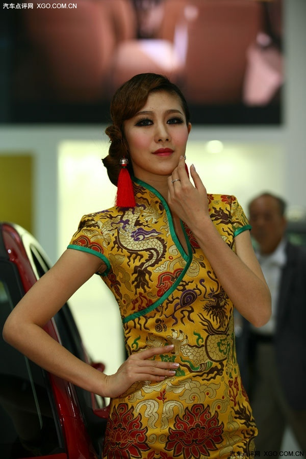 旗袍美女展示中国特色